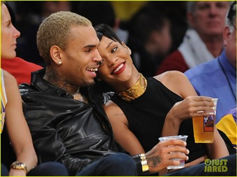 Arrepentido Chris Brown de golpear a Rihanna