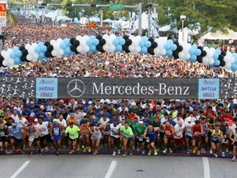 Miles desafiaron la lluvia para estar en la Mercedes-Benz Corporate Run